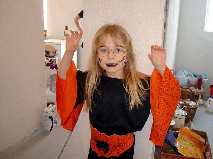 Karin Inga är jätteglad att få klä ut sig i Annas dräkt