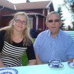 Far och dotter på sommarkafé